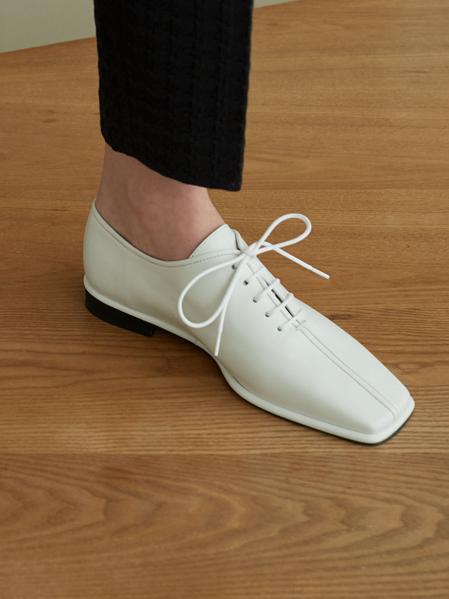 Lase loafers (WH)